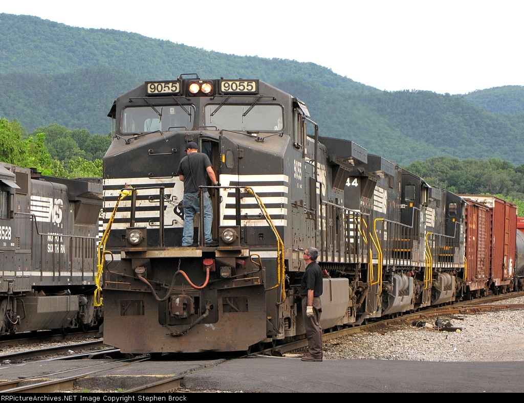 While the stack trains arrives to my left, I glance to my right where a the crew of the SB 15T prepare to depart