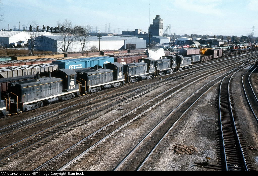 IHB 8829, 8789, and 9204 Eastbound