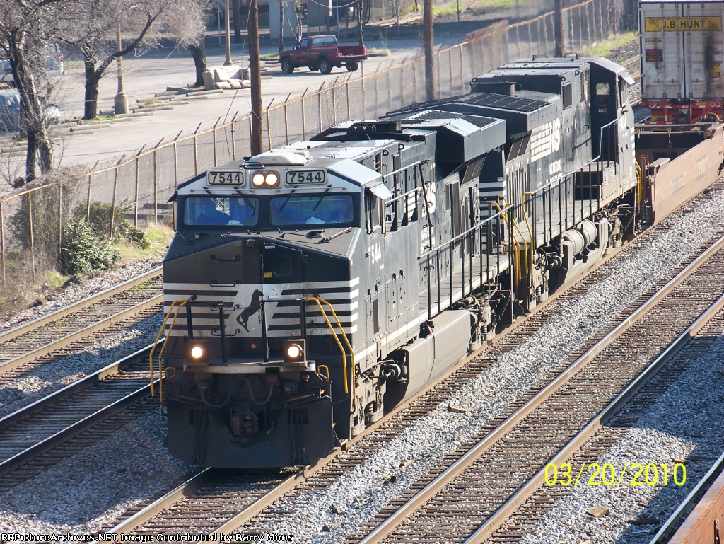 NS 7544 leads train 219 south