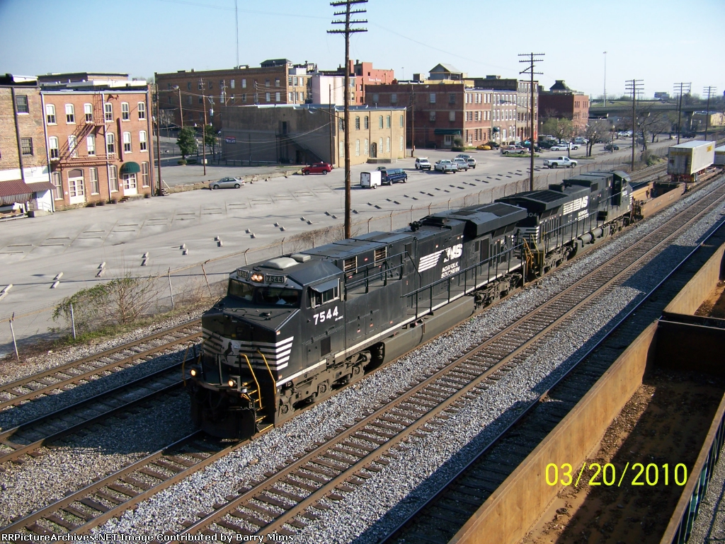 Another shot of NS train 219