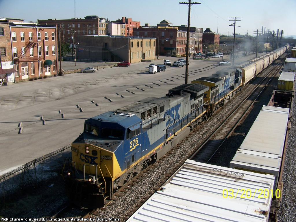 CSX G610 creaping south with bad engine