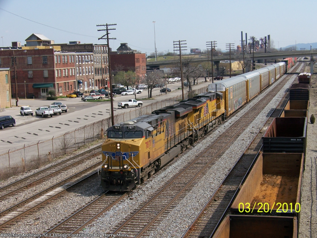 UP 7871 leads NS train 225