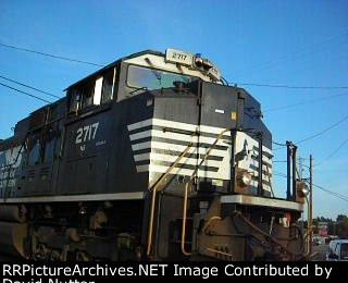 NS SD70M-2 #2717 lead as NS 897 northbound train