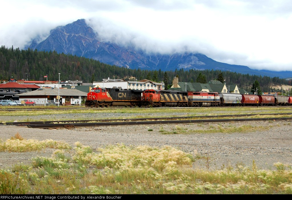 behind this 2 trains, The Pyramide Mountain.