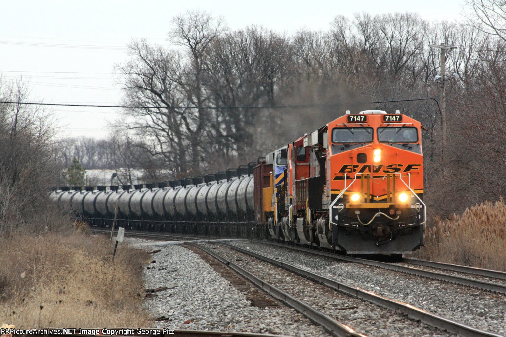 BNSF 7147 and train K045