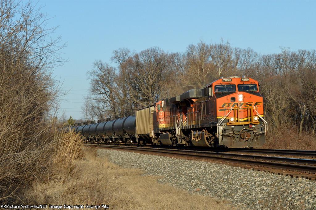 BNSF 7850 and train K045