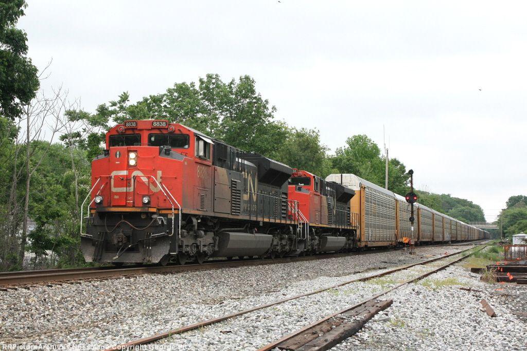 CN 8838 and CSX train Q217