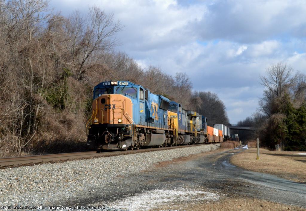 CSX 4741 and train Q033