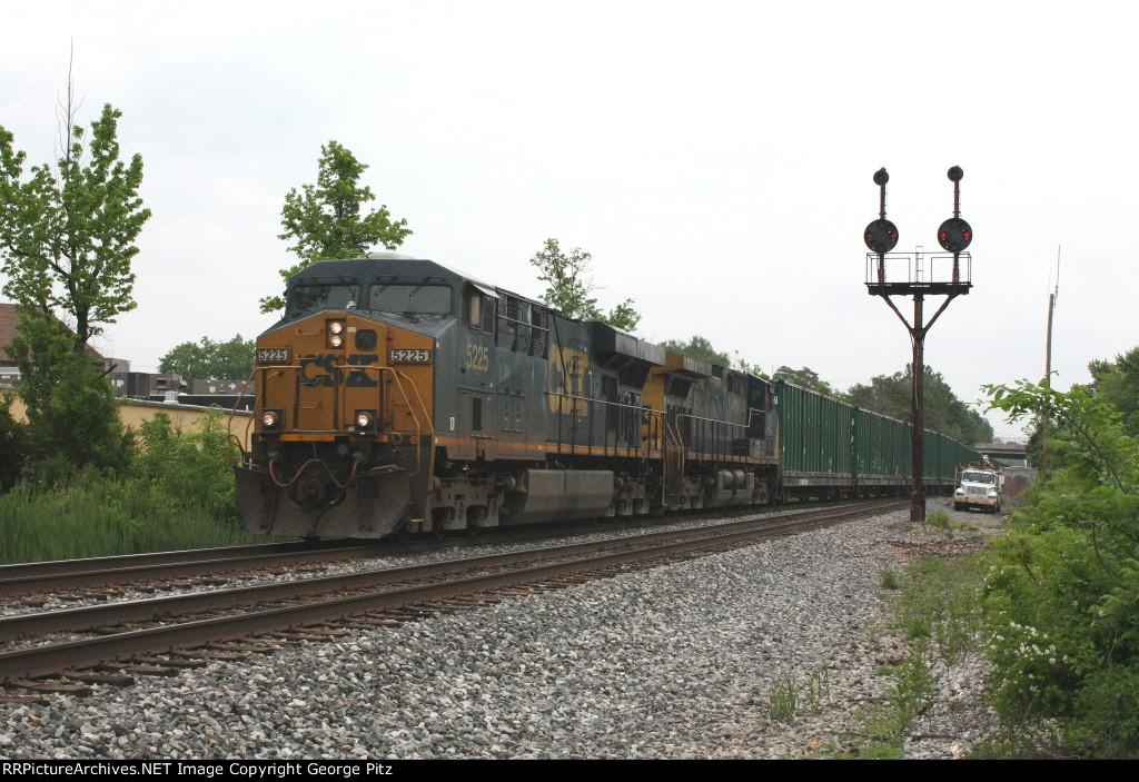CSX 5225 and train Q703