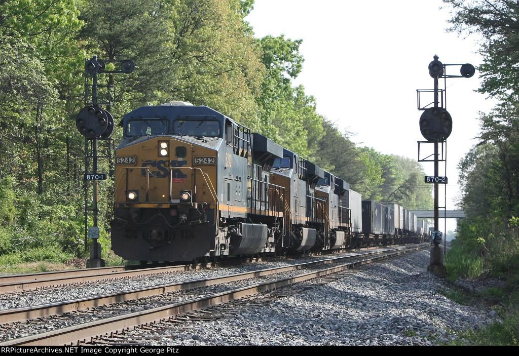 CSX 5242 and train Q031
