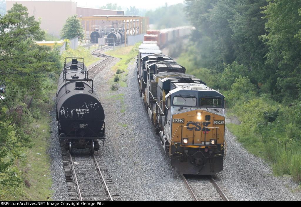 CSX 5242 and train Q034