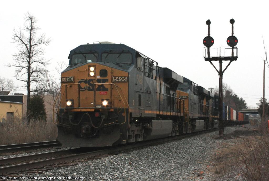 CSX 5496 and train Q033