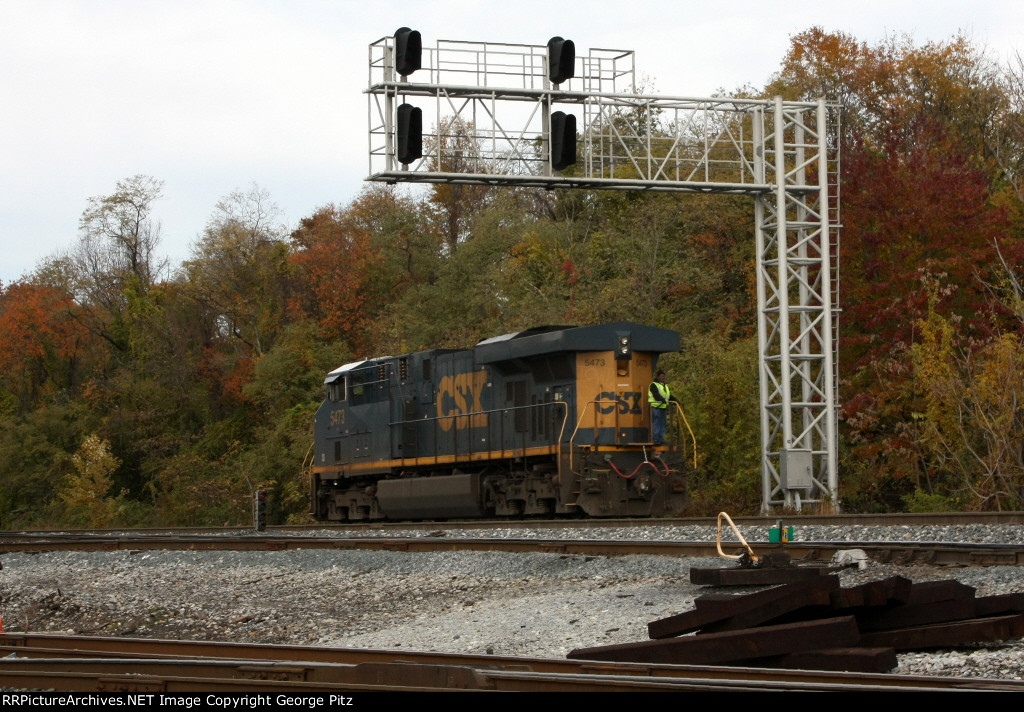 CSX 5473 at Bay View interlocking