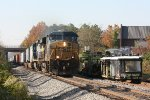 CSX train Q032 passing MW equipment