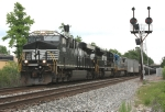 NS 8092 and CSX train K493