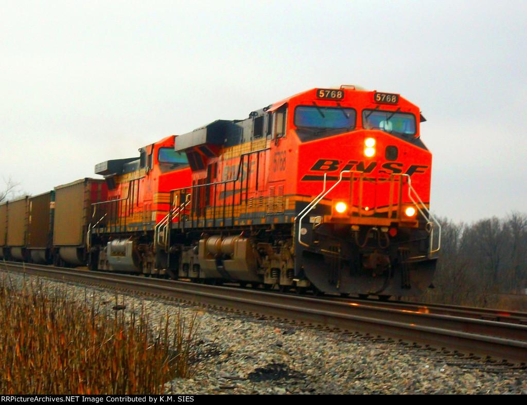 BNSF 5768 & BNSF 5642