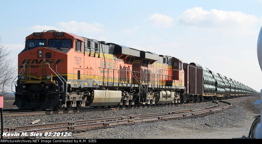BNSF 7567 & BNSF 7396 lead BNSF U-LRKGGM (Pipe Train)