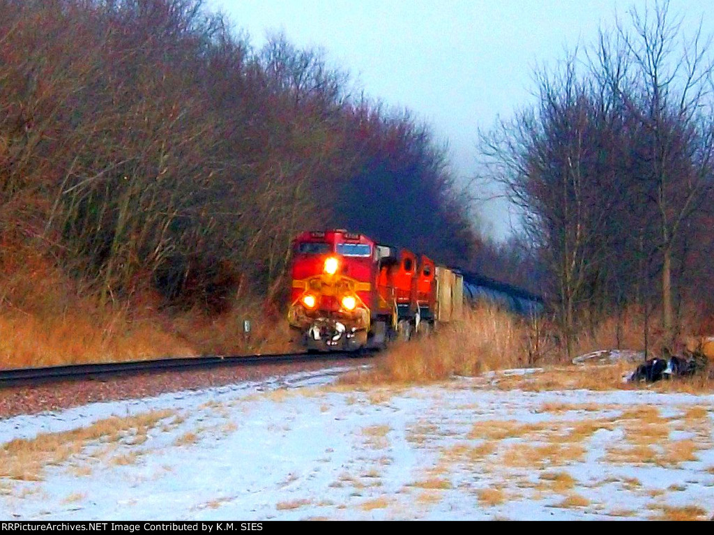 BNSF 4704 & BNSF 7319 lead Ethanol