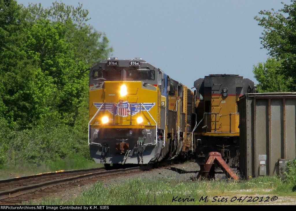 Brand New UP SD70ACe 8764, CSXT 7756, UP 9362, & UP 8407 lead CSXT Q686-19
