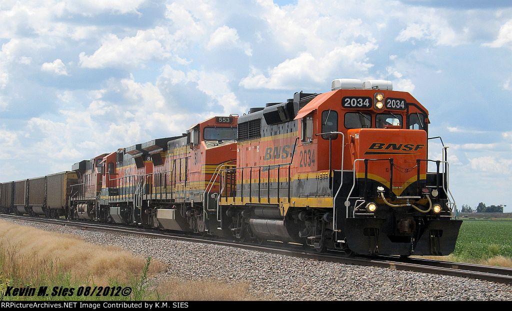 BNSF 2034, BNSF 553, BNSF 8629, & BNSF 6619 lead L-SPR6589-19