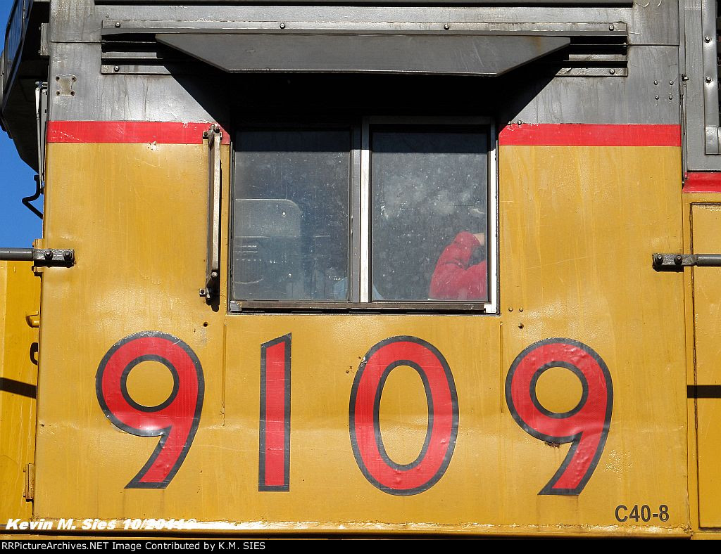"""UP """"Leased"""" 9109 & NS 3389 lead NS 33Q"""