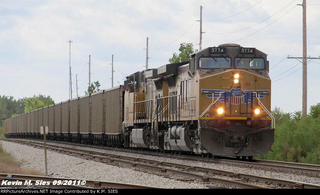 UP 5774 & UP 5847 lead NS 70E