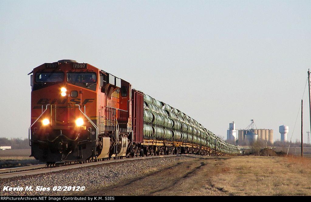 BNSF 7597 & BNSF 7336 lead U-LRKGGM (Pipe Train)