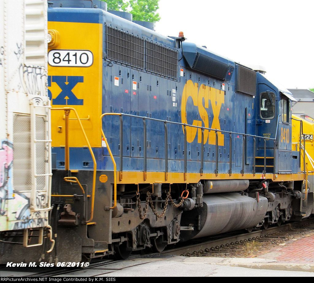 CSXT 8410 3rd unit on MINNP-02