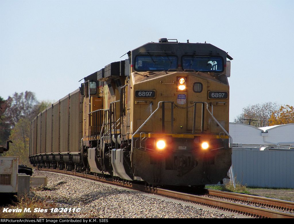 UP 6897 & UP 6858 lead UP CCFNA-31 up the Springfield Sub