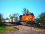 BNSF 4347 leads NS 240