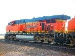 BNSF 5918 leads BNSF U-MADALL005T