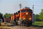 BNSF 6960 leads BNSF U-MADALL