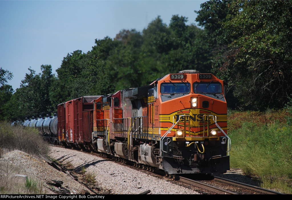 BNSF 5309 crests the highest point on the Cherokee Sub, east of Monett