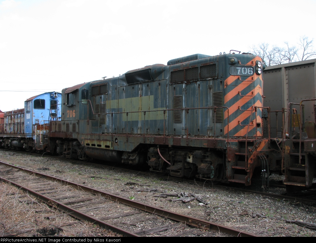Former Western Pacific GP7 rusting to the rails