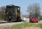 KXHR 1504 pulling a cut of cars
