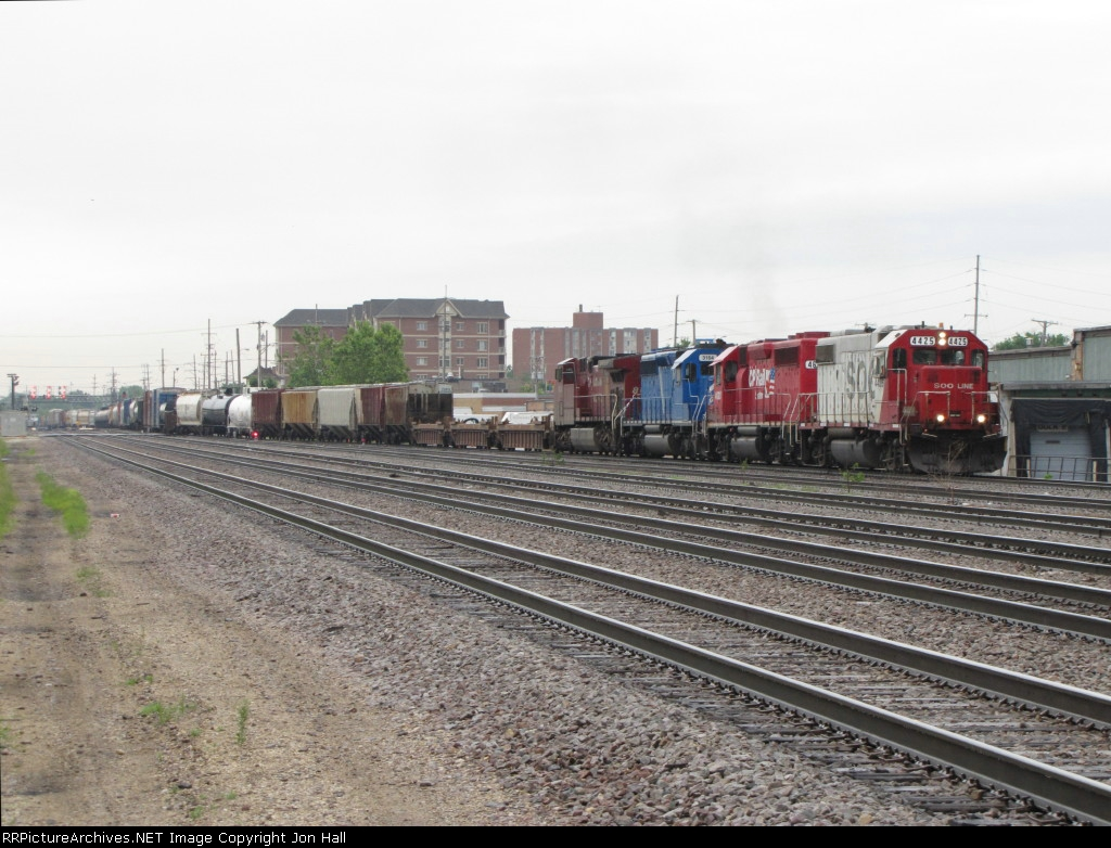SOO 4425 leads G42 up one of the freight leads towards Bensenville