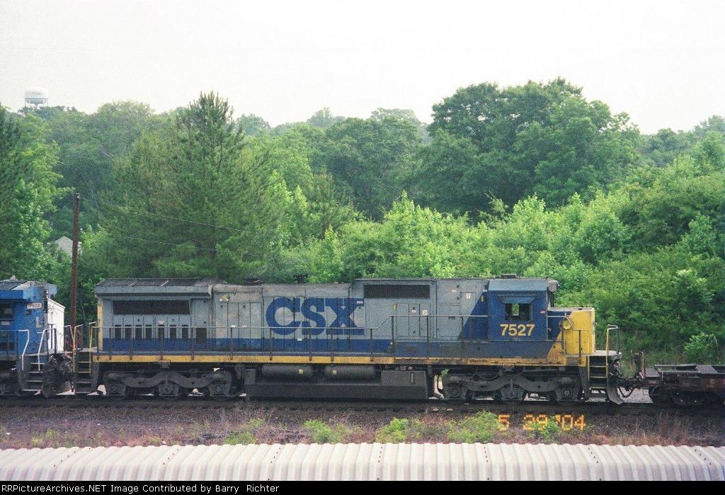 CSX C40-8 7527