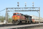 BNSF 4793 heats up the roadbed