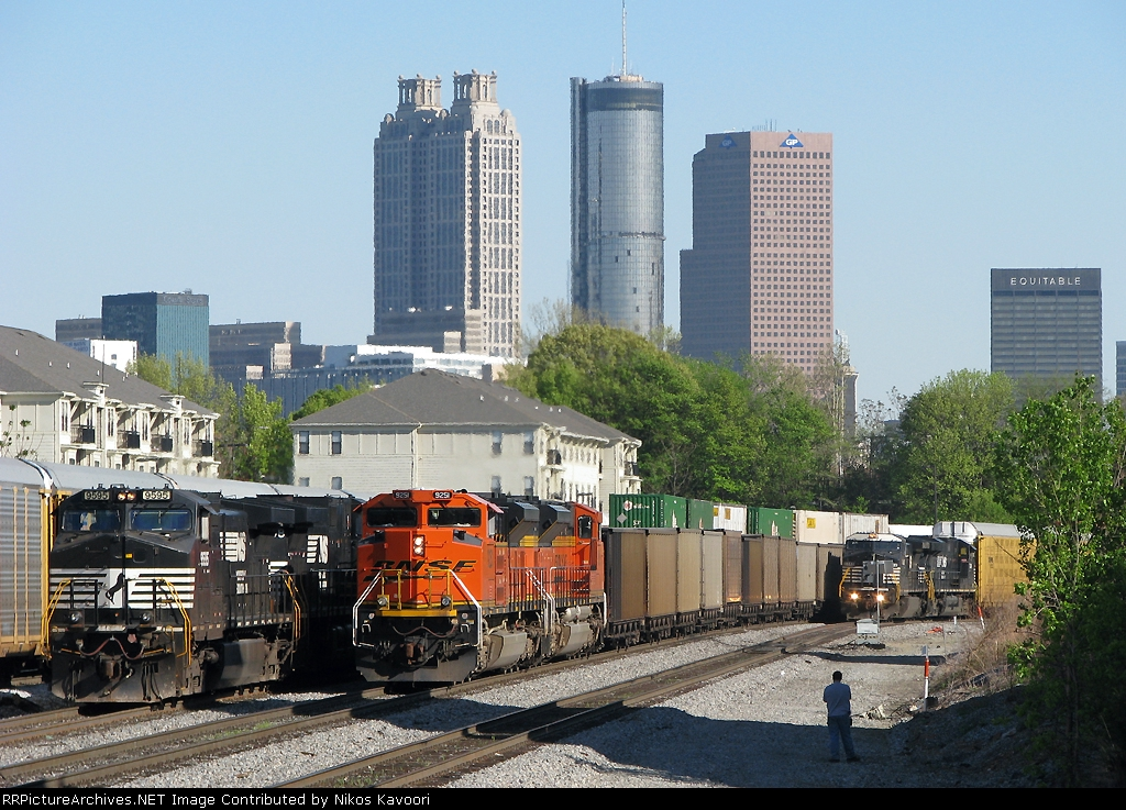 A nice pair of BNSF ACe's adds some color to the scene