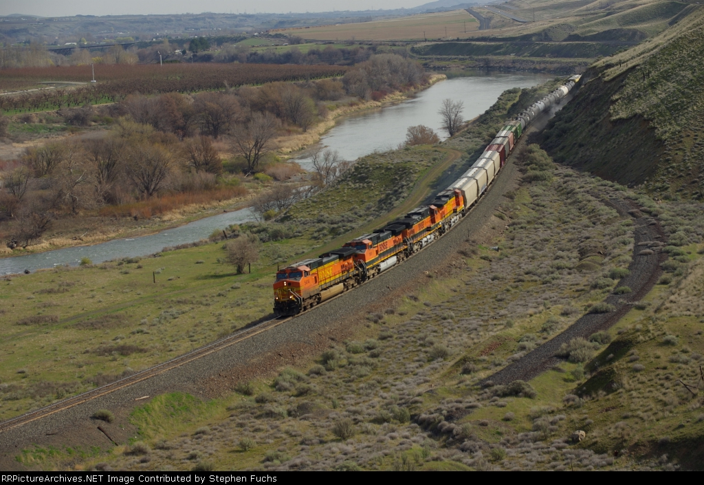 Small Rock Slide Occur as 5434's train passes near Gibbon