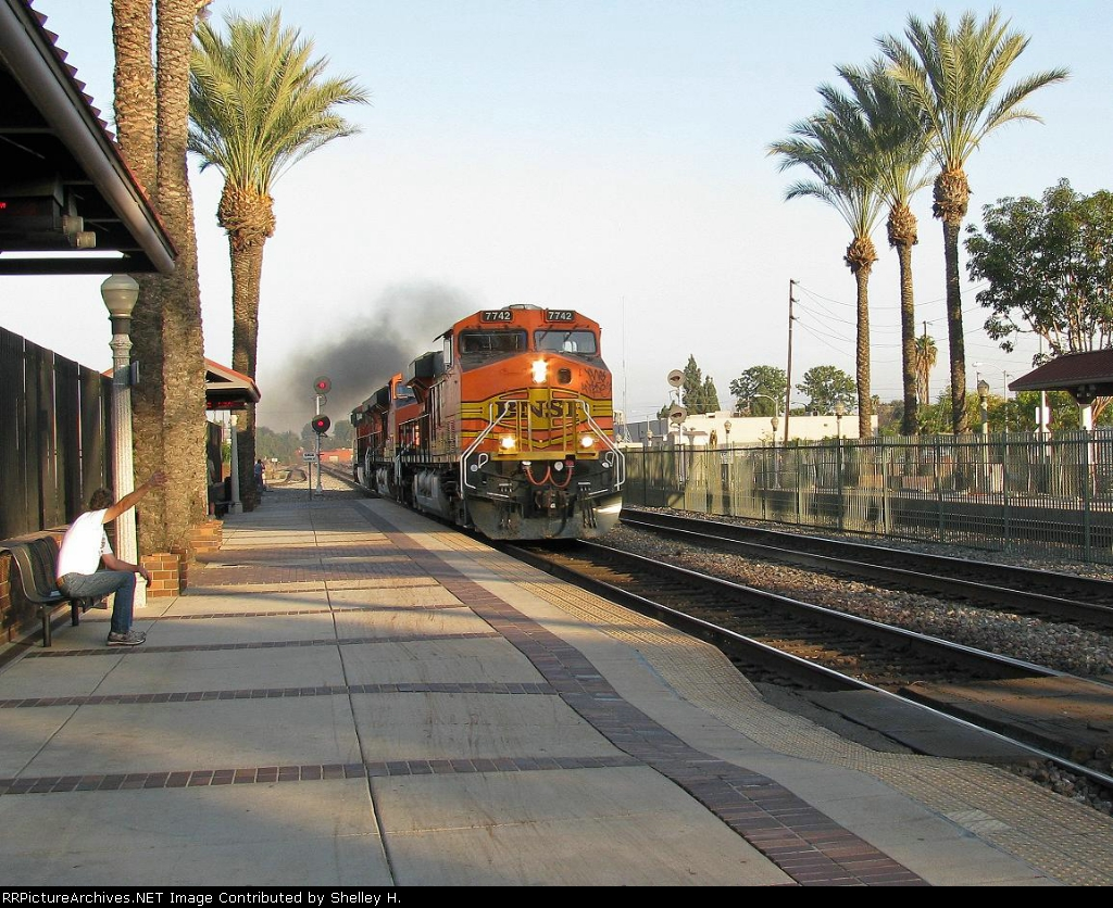 A 3 engine power move coming through Fullerton
