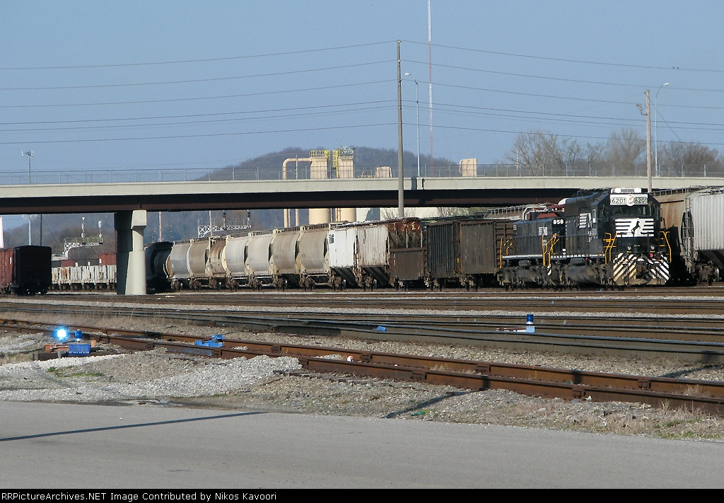 NS 6201 shoving back