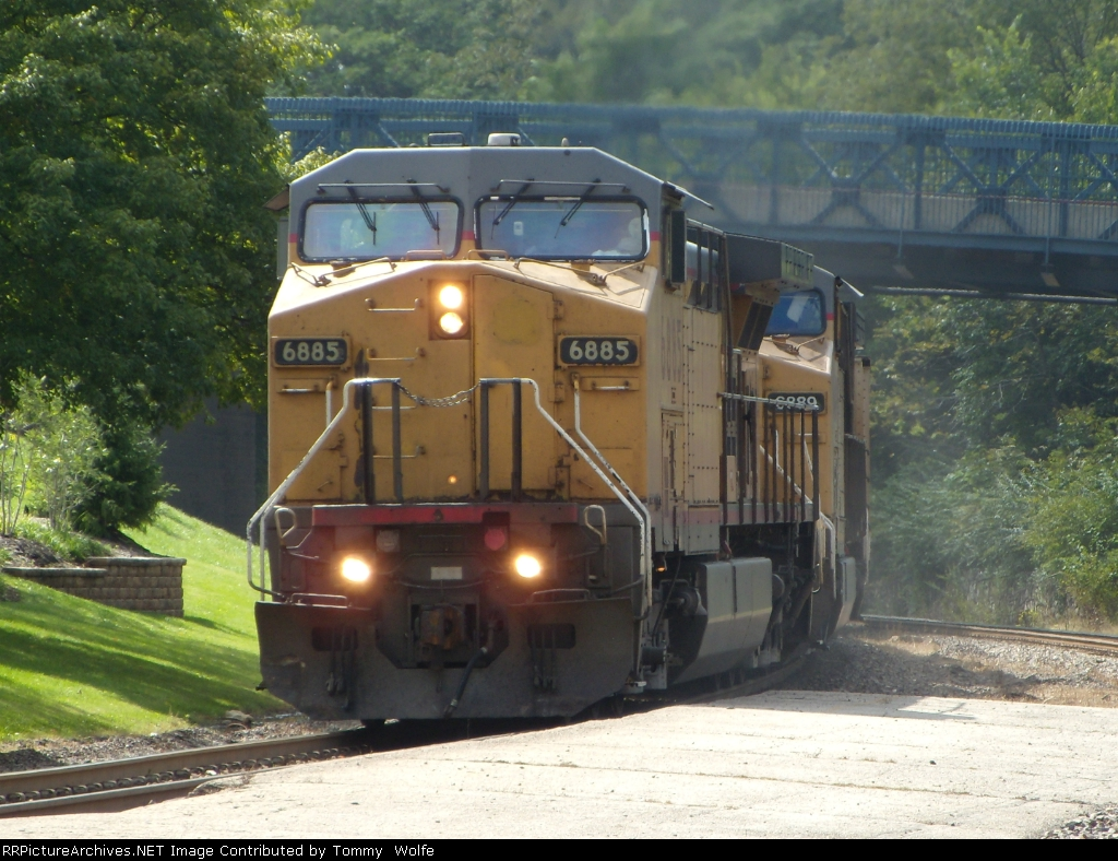 UP 6885 leads the CWTNT eastbound
