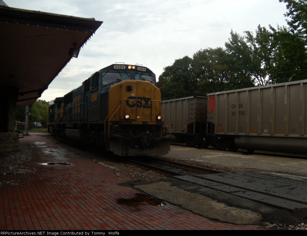 CSX 4504 and CSX 7510 lead the AASAM on its journey west as it meets a UP loaded coal heading east