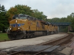 UP 5276, UP 1964 and UP 9483 lead a great QNPINP with a Middle Of Train Unit (MOTU) east