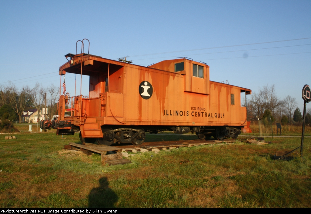 Cliffords cousin the big Orange Dog.
