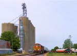 BNSF 4904 at the Chana Grain Towers