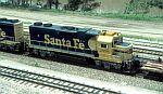 Santa Fe GP38 in consist