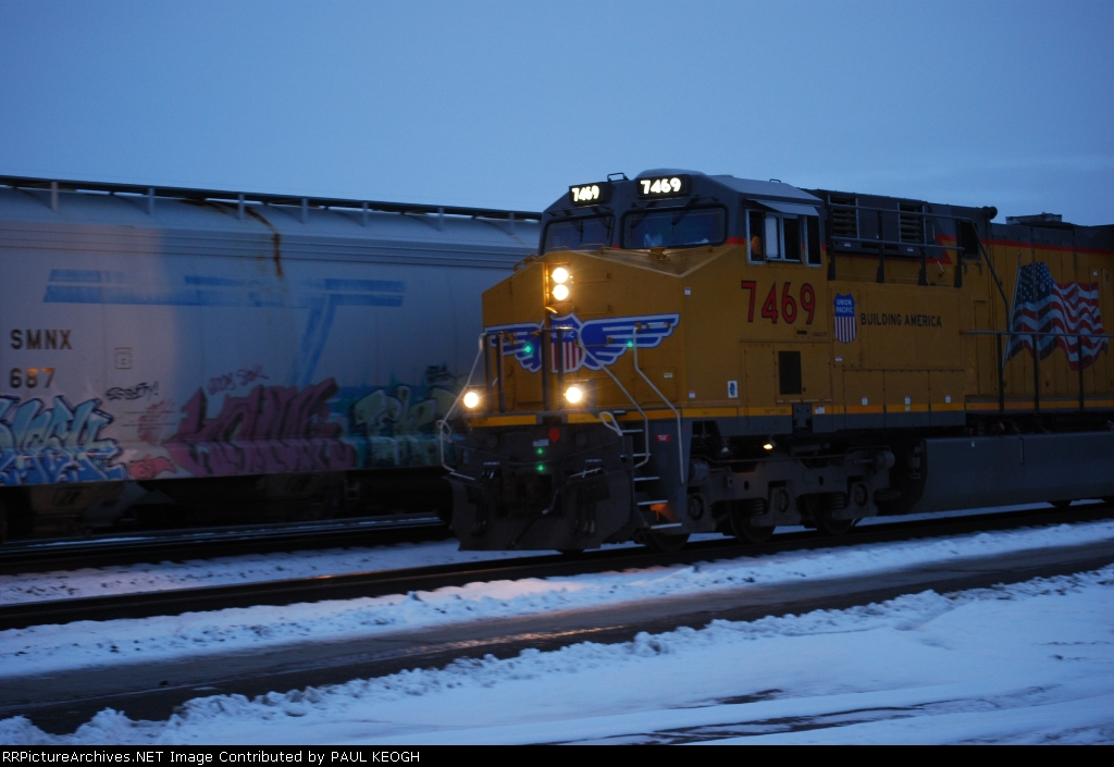 UP 7469 last 7400 Series GEVO for 2009 rolls east in this early AM snow shot.
