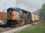 CSX 4716 & 750 throttle up to attack the hill heading out of town with Q334